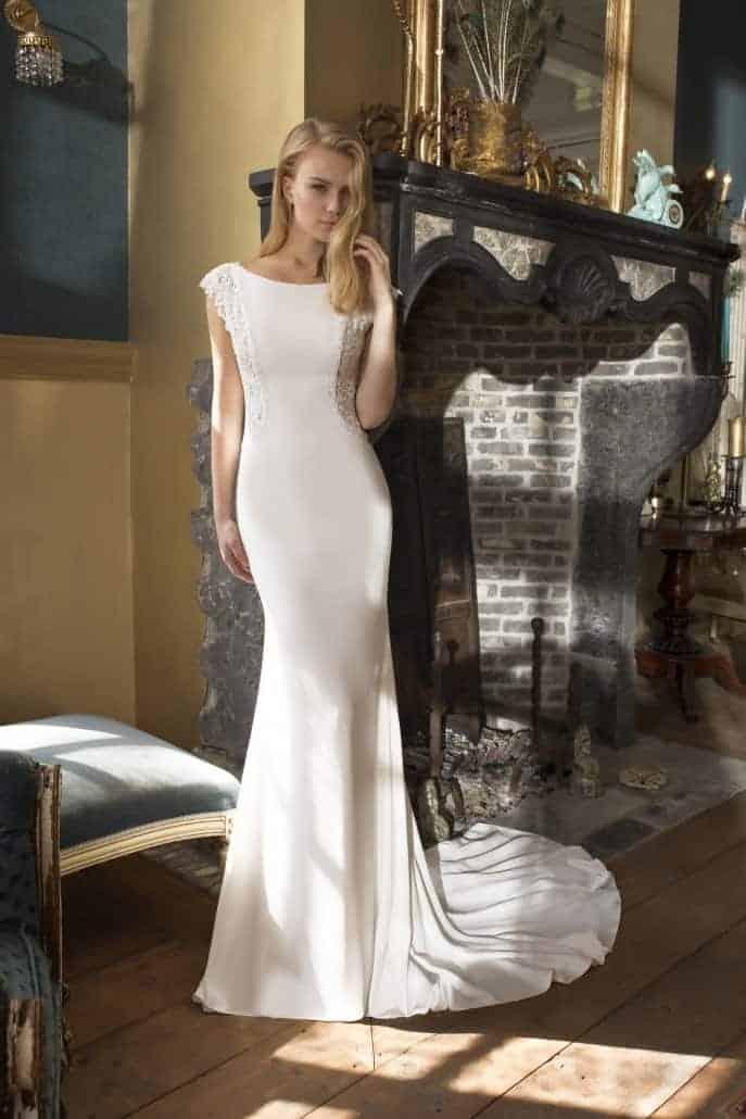 Dayton vestido de corte limpio y puro con detalles de encaje en la espalda de Si Quiero Bilbao
