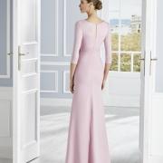 Vestido de madrina de boda largo con manga francesa y entallado en la cintura estilizando la figura de Si Quiero Bilbao