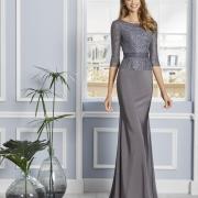 Vestido largo de madrina de Si Quiero Bilbao con cuerpo de lurex con cola para lucir elegante y femenina en eventos nupciales