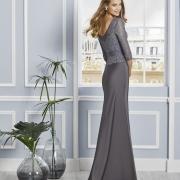 Precioso vestido de madrina largo de Si Quiero Bilbao con cuerpo de lurex con cola y escote en la espalda en V
