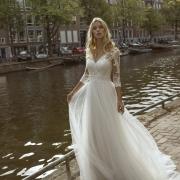 Elegante y muy favorecedor este vestido de manga francesa que realza la belleza de la novia, Forza de Si Quiero Bilbao
