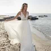 Tartane vestido de novia con caída desde la cintura y cuerpo de encaje sin mangas con escote en V de Si Quiero Bilbao