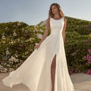Tressin vestido de novia sencillo de escote redondo con abertura en la pierna de Si Quiero Bilbao