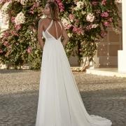 Turckheim vestido de novia de cola corta que enmarca el escote y la espalda con un moderno cuerpo de encaje de Si Quiero Bilbao