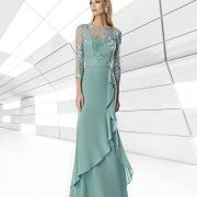 Luce elegante y femenina con este vestido de Si Quiero Bilbao para madrina largo de gasa con cuerpo de encaje y falda de dos capas