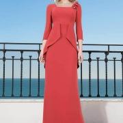 Elegante vestido de madrina de boda largo con segunda parte trasera, escote cuadrado y manda francesa de Si Quiero Bilbao